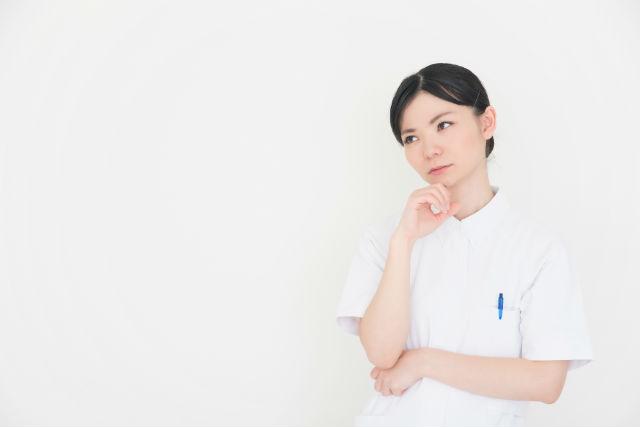 1812_悩む看護師.jpg